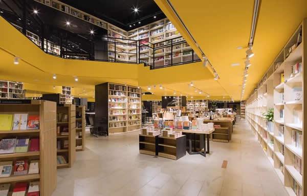 在展厅看书,在书店看房,杭州大家房产做足了出场方式